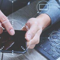 Como a tecnologia pode influenciar o comportamento humano a ponto de tornar-se parte de suas crenças e atividades diárias?